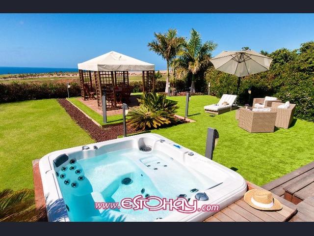 Impresionante villa de lujo con piscina privada y jacuzzi - Jacuzzi aire libre ...