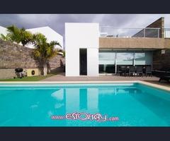 Villa de lujo en playa del Duque con piscina privada