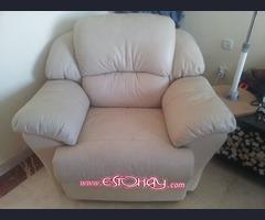 Sofá de piel cómodo y confortable.