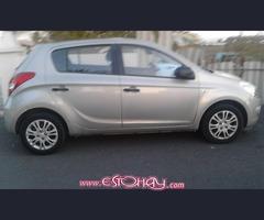 Hyundai i 20 año 2011 140000 km color platino impecable