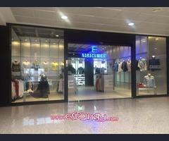 Moderna y elegante tienda de moda
