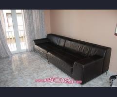 Se vende estupendo sofá de piel autentica.