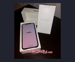 Apple iPhone XS 64GB $600