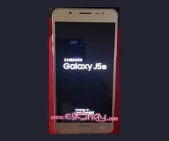 Se vende móvil Samsung J5 (2016)