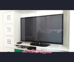 se vende una tele 51¨ LG junta con estantería de la tele