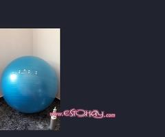 Bola de fitness con hinchador