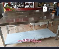Vendo mesa de trabajo en acero
