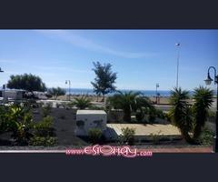 Local comercial con terraza frente mar