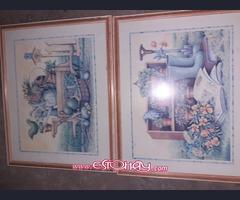 se vende mesita  de cristal con taburetes y cuadros