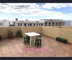 Venta de piso con terraza ático en azotea privativa.